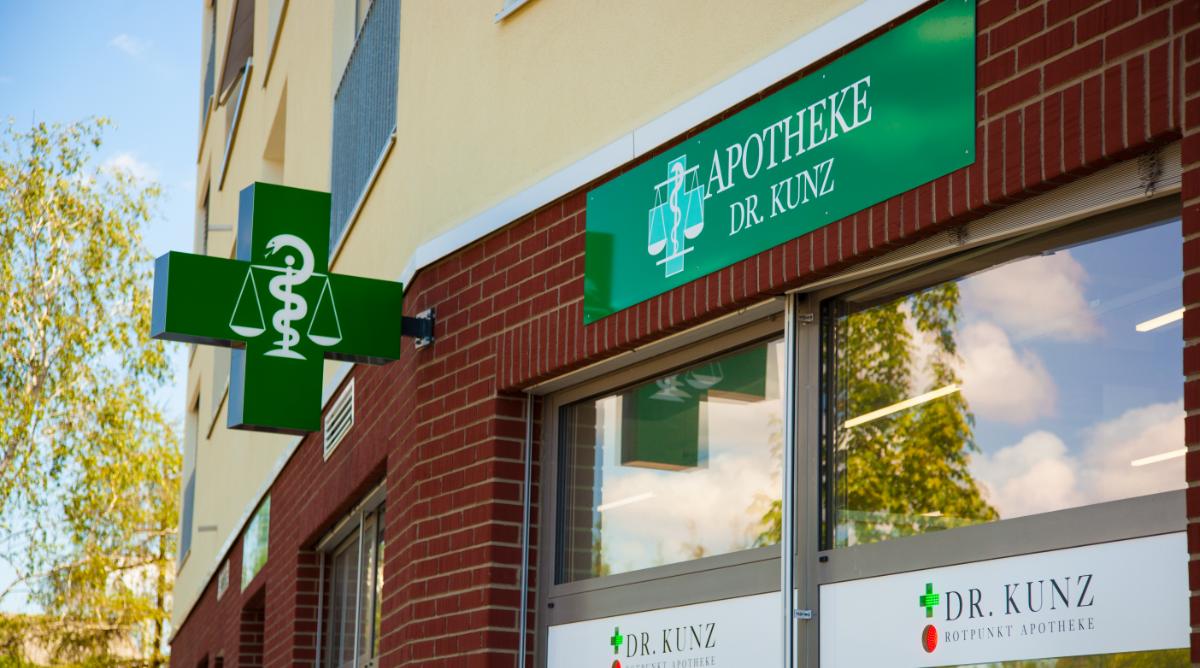 Aussenansicht Apotheke Dr. Kunz Regensdorf